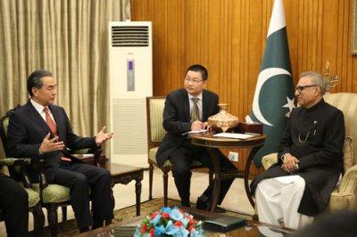 巴基斯坦总统阿尔维会见王毅