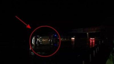 生死瞬间!这位高速交警奋力推开司机 自己却被撞伤