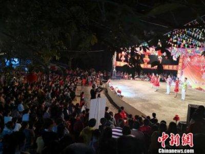 """海南儋州一村庄连续34年自办""""春晚""""成为当地文化印记"""