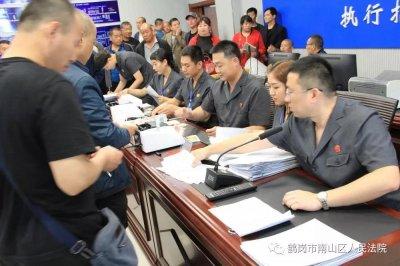 法院中秋节前执行助力 71名煤矿工人笑逐颜开