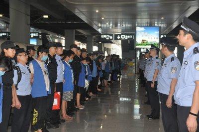 重庆警方摧毁缅甸诈骗集团 69名嫌疑人已押解回渝刑拘