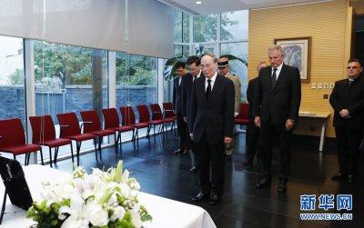 王岐山前往法国驻华使馆吊唁希拉克逝世