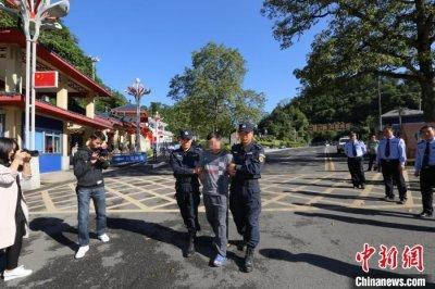 中国警方抓获越南国际红通在逃毒贩黄明通并移交越方