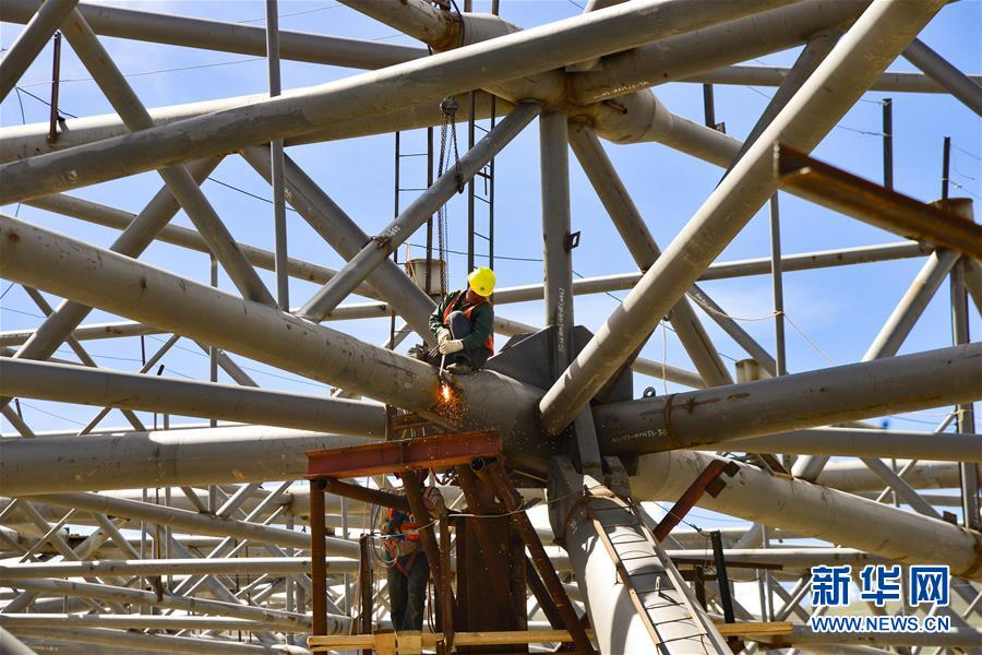 西藏拉萨贡嘎国际机场新建T3航站楼钢结构封顶