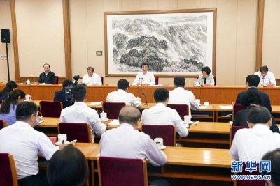 王沪宁出席疫情防控工作优秀党员和优秀基层干部座谈会