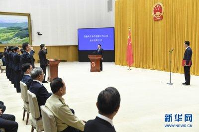 国务院举行宪法宣誓仪式 李克强总理监誓